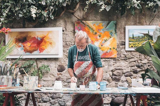 Profesión de artista de artes plásticas y visuales.