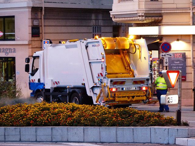 Profesión de clasificador de desechos, operario de punto limpio o recogedor de chatarra.