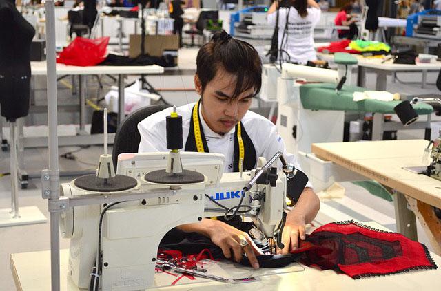 Profesión de costurero / costurera a mano, bordador y afines.